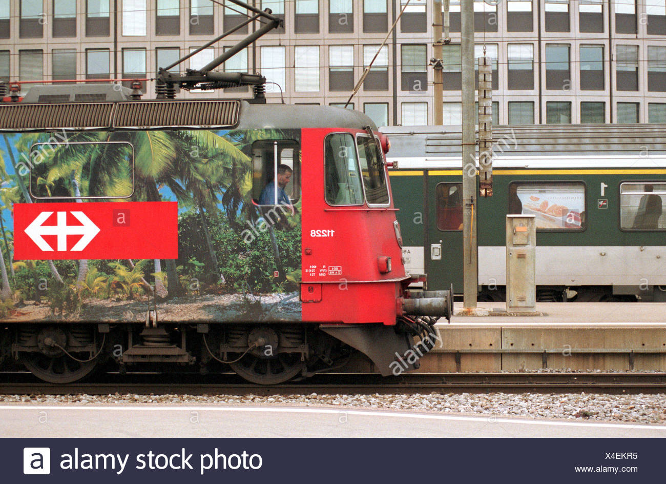 Platform with a waiting locomotive of the SBB main station of Zurich, Switzerland - Stock Image