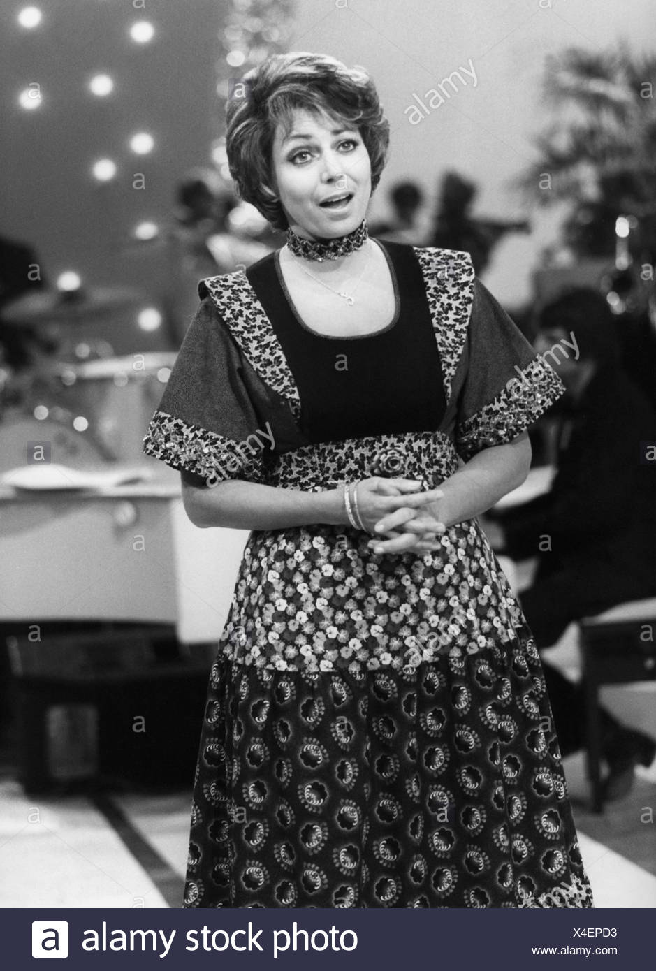 Corren, Carmela, * 13.2.1938, Israeli singer, half length, guest at ZDF TV show 'Spiel mir eine alte Melodie', Germany, 24.3.1977, Additional-Rights-Clearances-NA - Stock Image