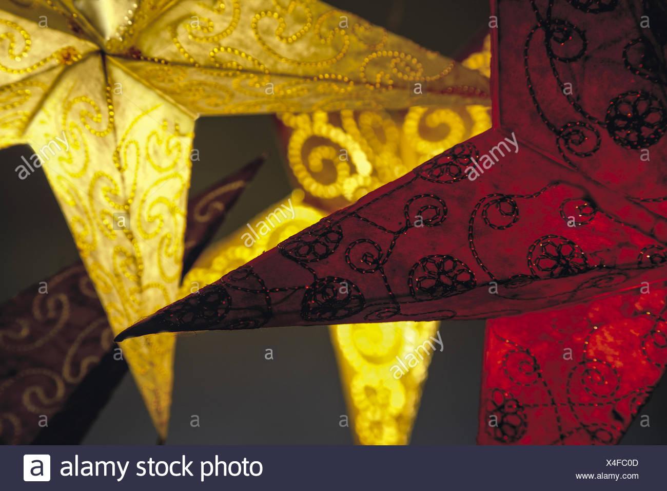 Leuchtende Papiersterne - Stock Image