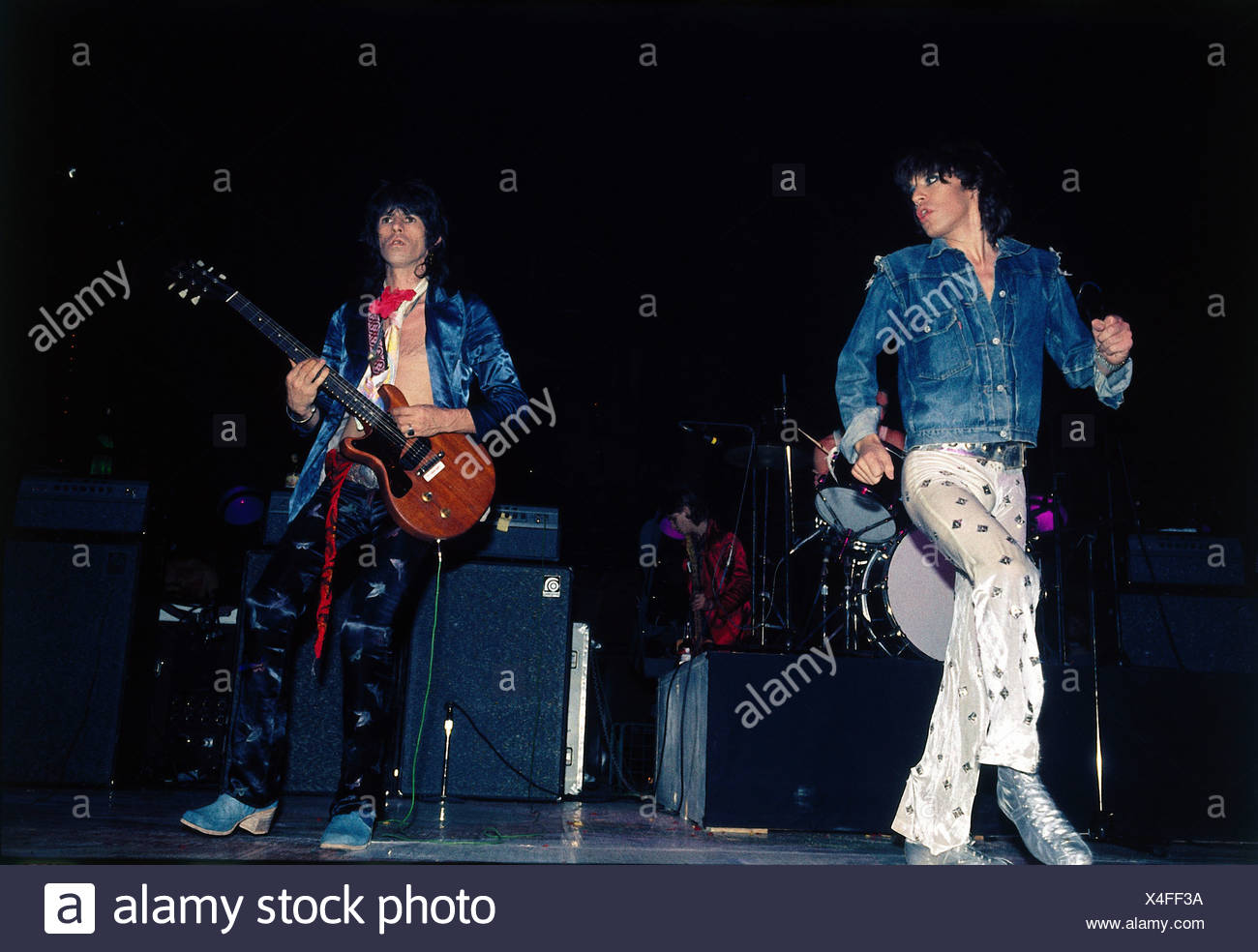 Rolling Stones, British rock group, Mick Jagger and Keith Richards during a concert, 1970s, jeans jacket, musicians, dancing, pl - Stock Image