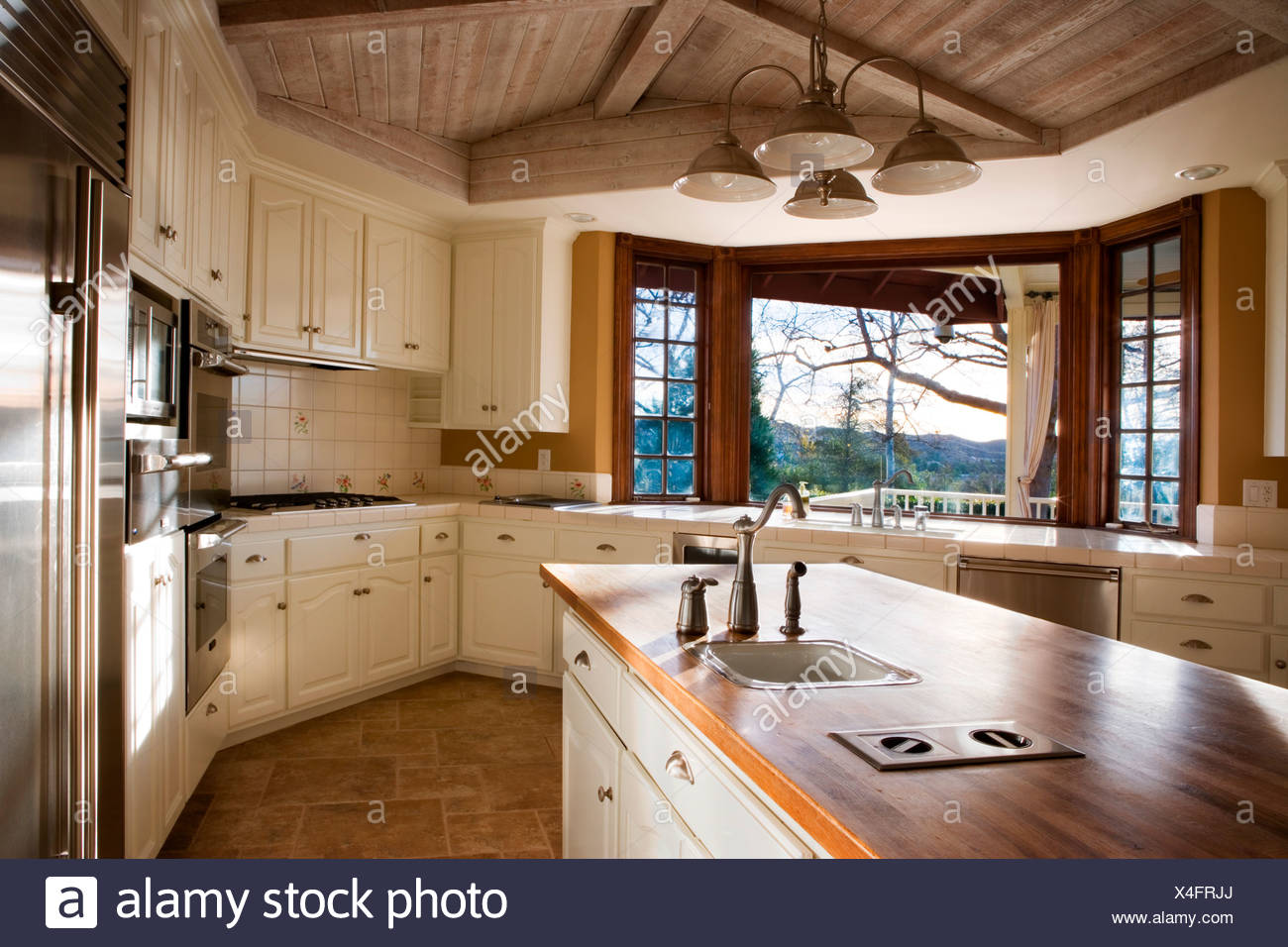 Large Country Style Kitchen Stock Photo: 278172346 - Alamy