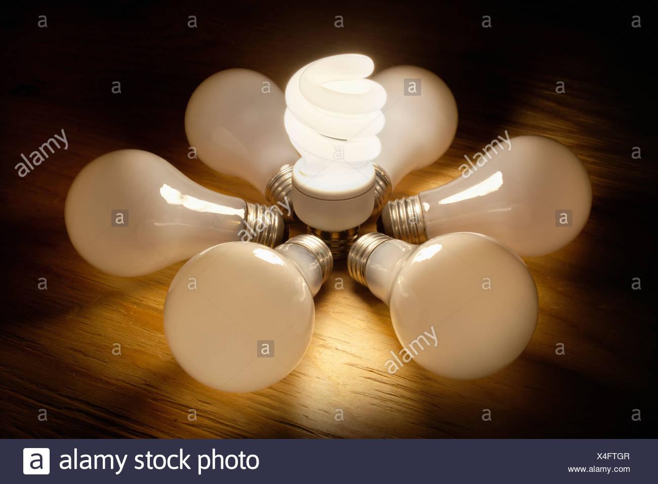 Light bulbs in circle, studio shot - Stock Image