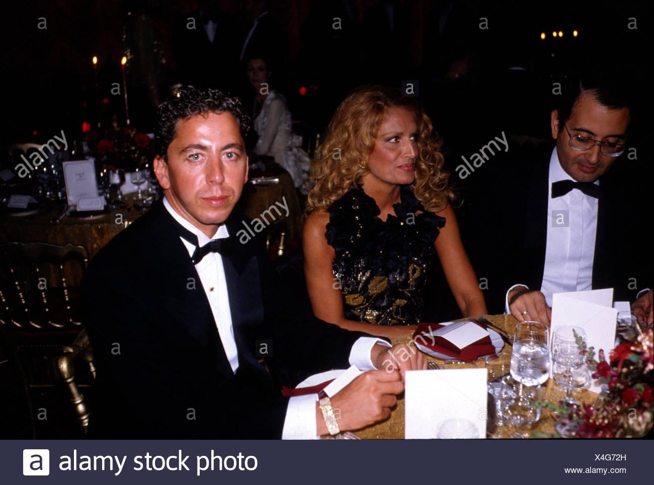 Dalida (Yolande Gigliotti), 17.1.1933 - 3.5.1987, Italian Schlager singer, half length, sitting at table, 1980s, elegant, blond, - Stock Image