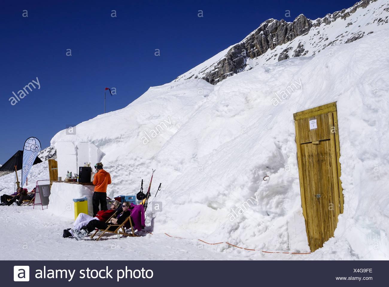 Das Iglu-Dorf, Bar und Hotel auf der Zugspitze, Alpen, Bayern, Deutschland, Europa - Stock Image