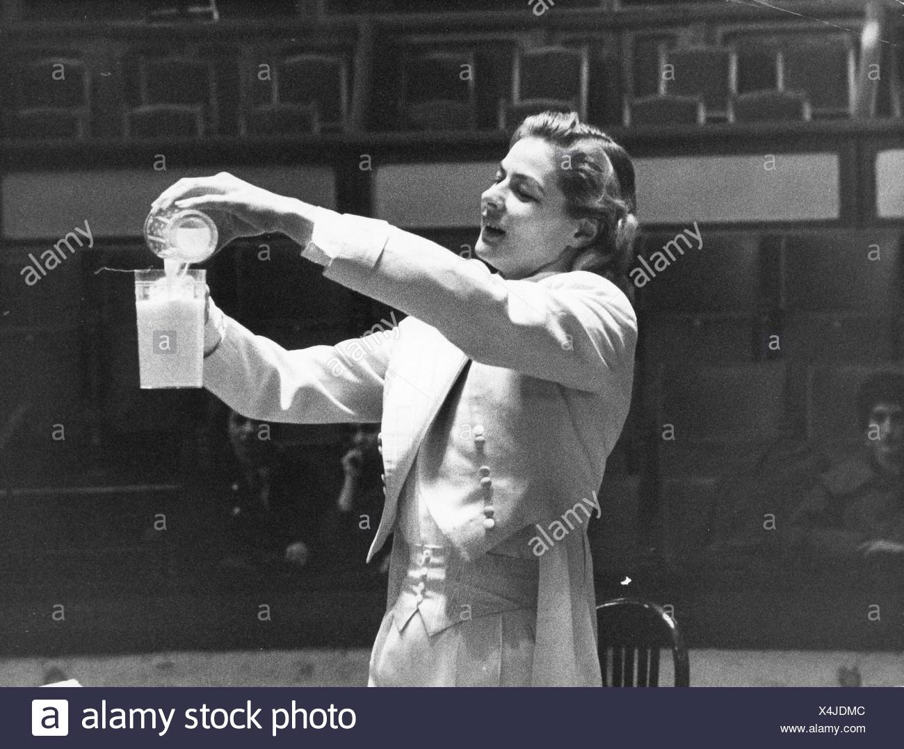 Bergman, Ingrid, 29.8.1915 - 29.8.1982, Swedish actress, half length, during rehearsal for gala of the Union des Artistes, Cirque d'hiver, Paris, 4.3.1957, Additional-Rights-Clearances-NA - Stock Image