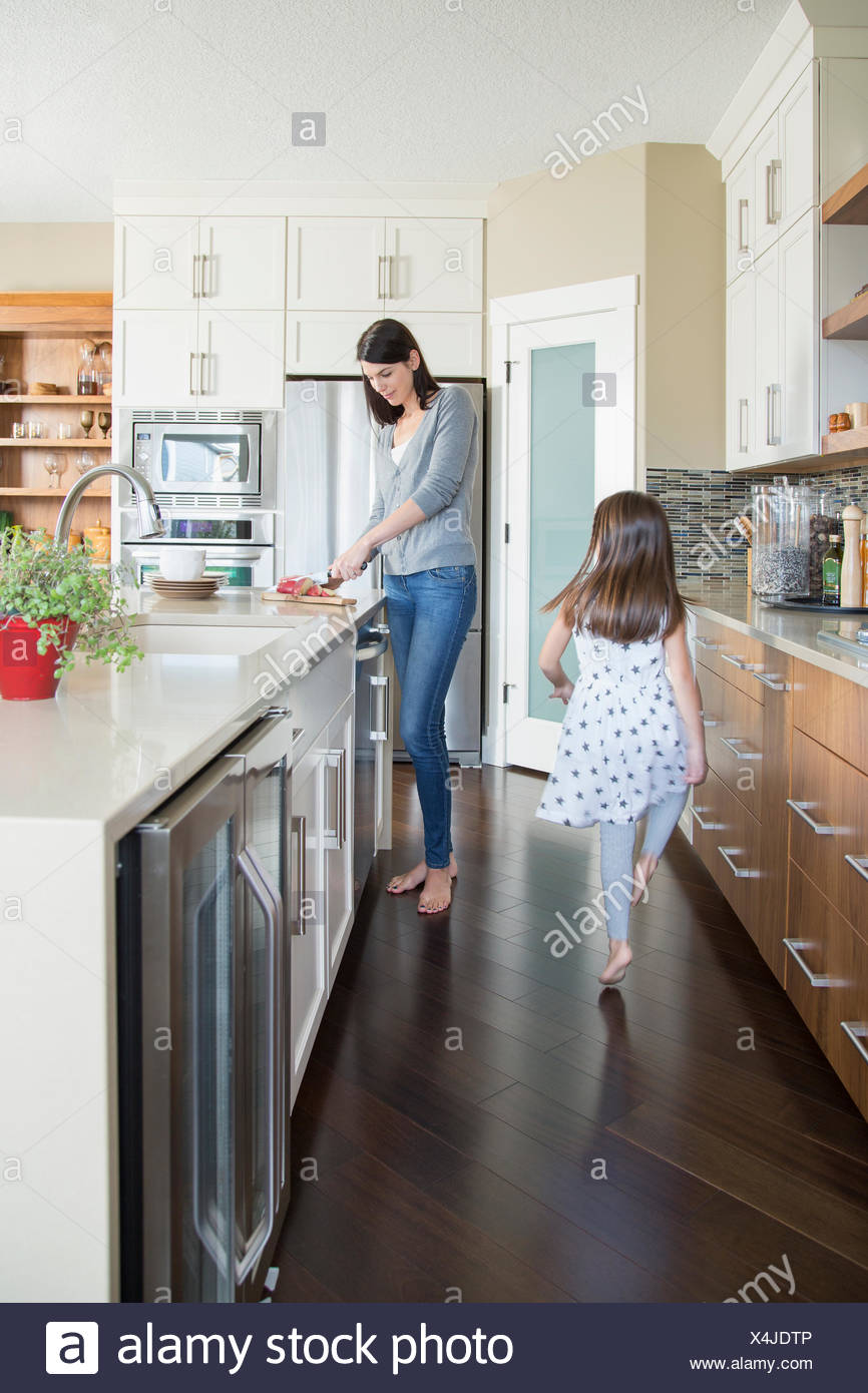 Mother and daughter in kitchen - Stock Image