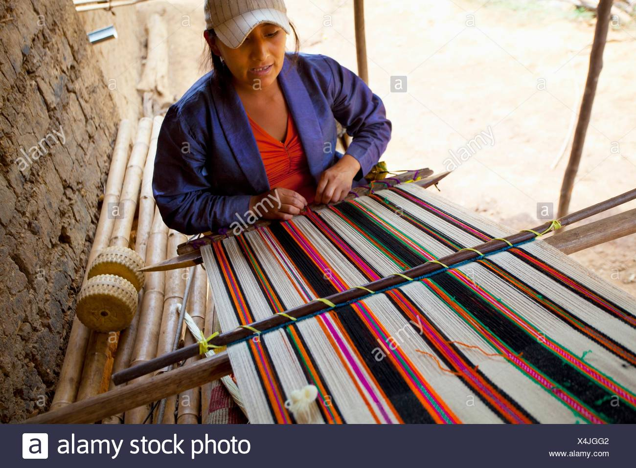 Peru, Jilili, woman weaving - Stock Image