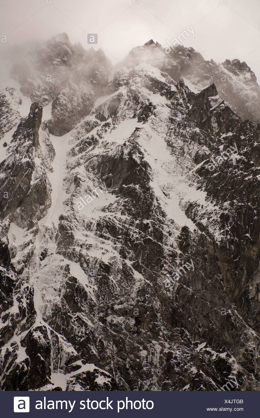 The rugged Cascade Range mountains in the Alpine Lakes Wilderness. - Stock Image