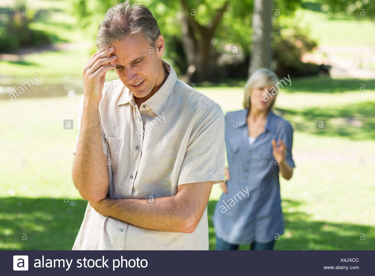 Couple facing with relationship difficulties - Stock Image