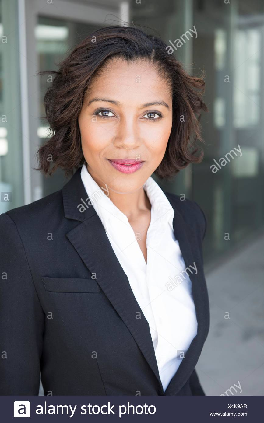 Portrait of young businesswoman, outdoors - Stock Image