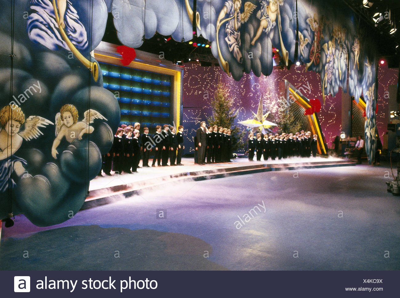 "TV show, ""Nase vorn"" (A Star is born), DEU 1988 - 1990, director: Klaudi Froehlich, scene with: Peter Alexander, choir, 1989, Third-Party-Permissions-Neccessary Stock Photo"