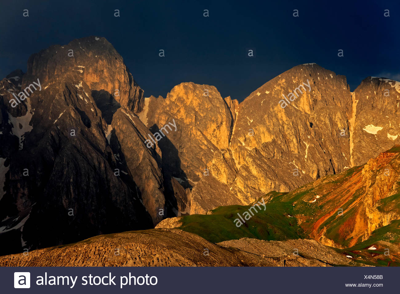 Italy, region Trentino South Tirol, province Bolzano, the Dolomites, to Schlern, thunderstorm about the Antermoiakogel, Teston de Lagol and pert electrolytic capacitor gel - Stock Image