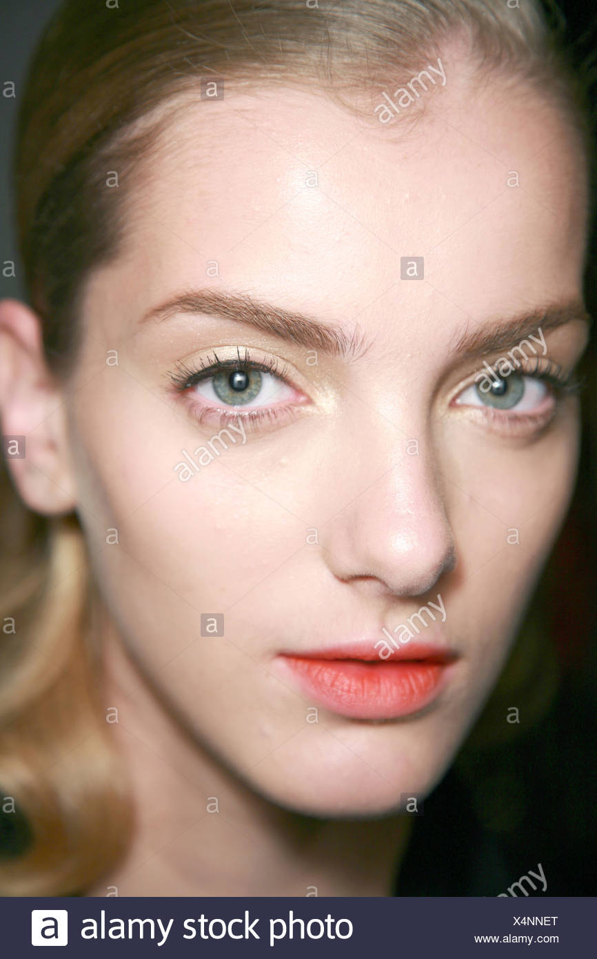 Arched Eyebrows Stock Photos Arched Eyebrows Stock Images Alamy
