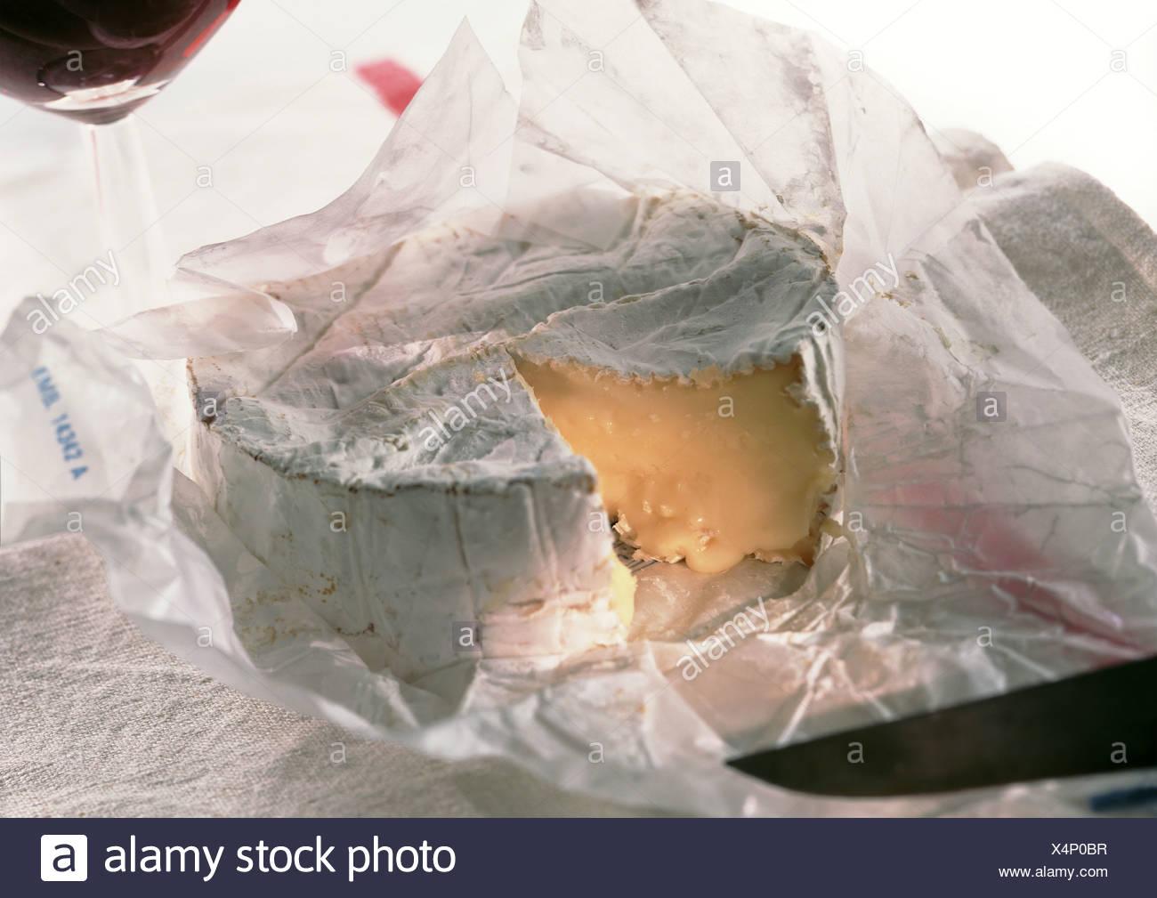 Cut camembert cheese, close-up - Stock Image