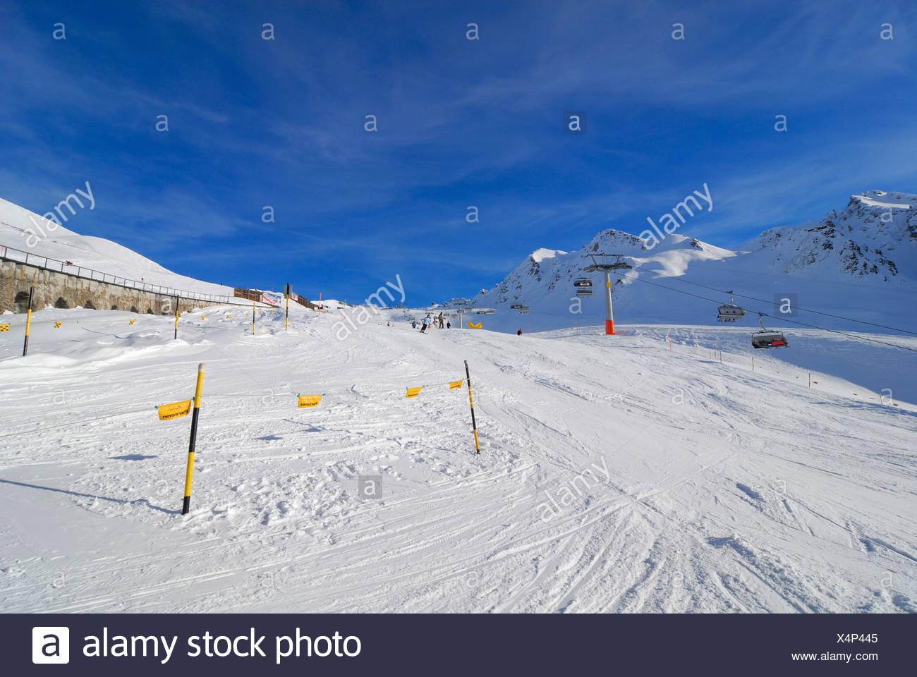Ski slopes on the Parsenn - Davos, Canton of Graubuenden, Switzerland, Europe. - Stock Image