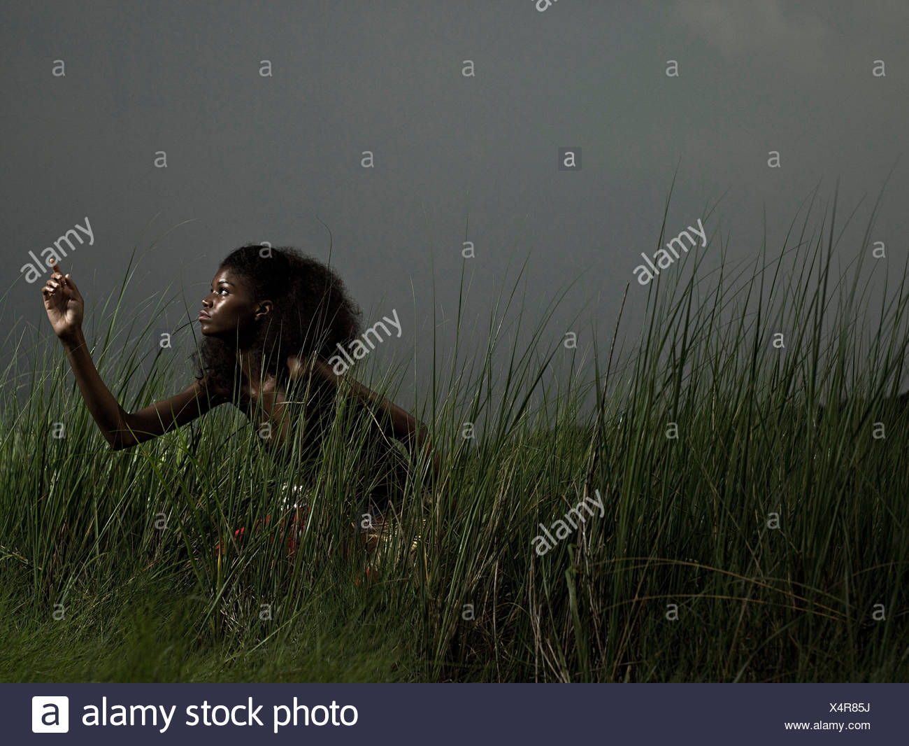 Female athlete in grass - Stock Image
