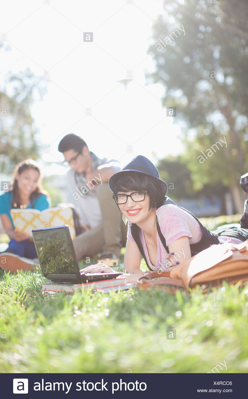 Students relaxing on grass - Stock Image