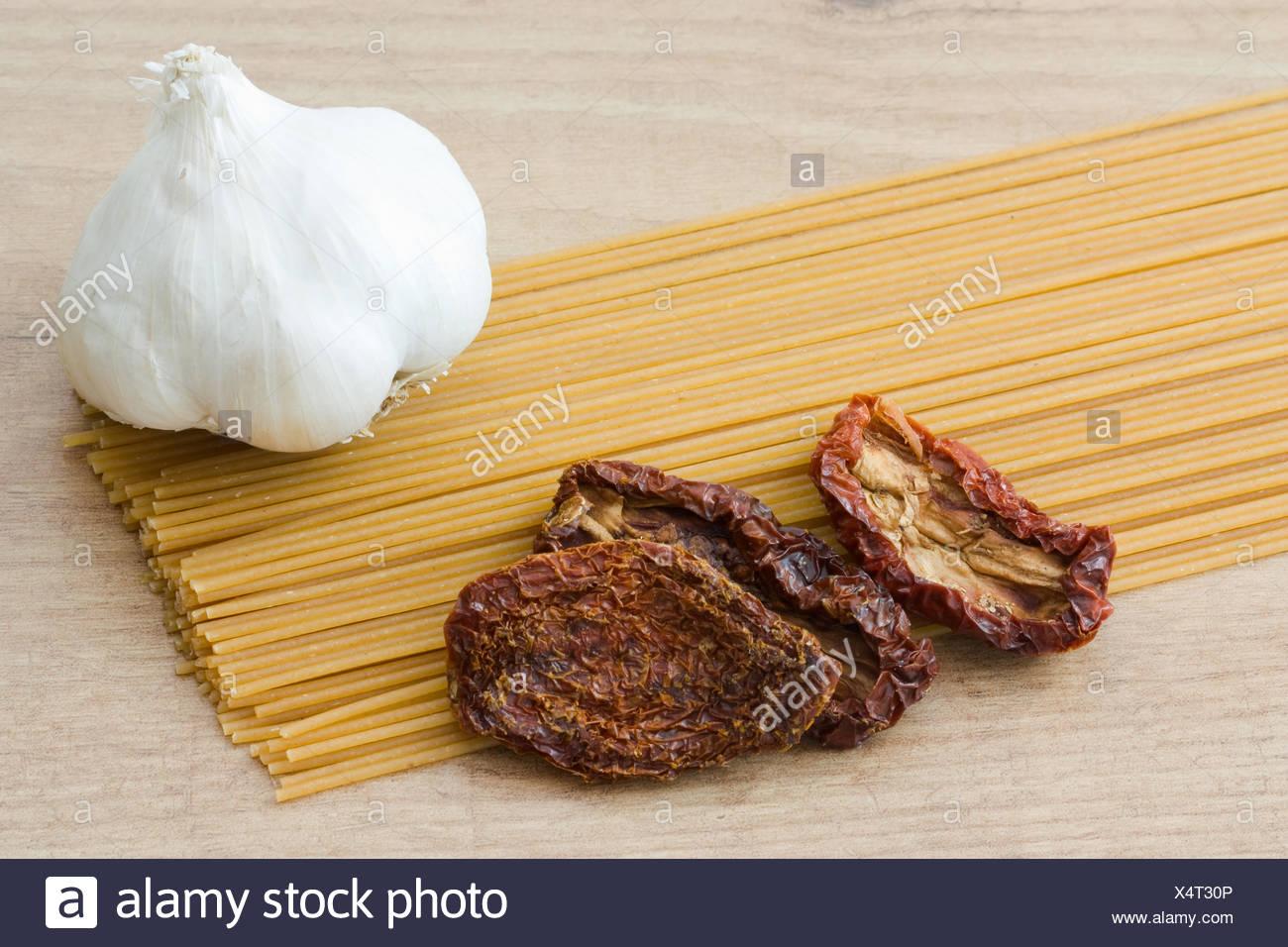 Vollkorn Spaghetti - Wholemeal Pasta Stock Photo