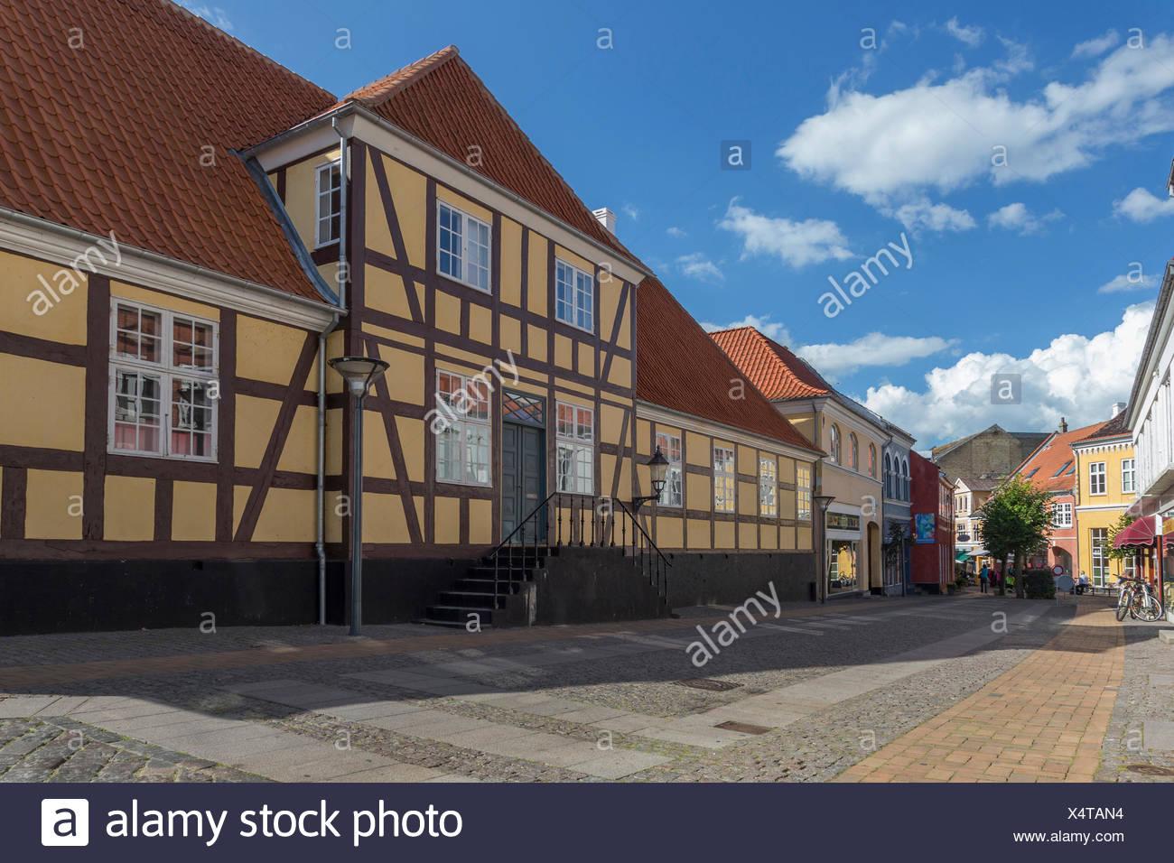 Gelbes Fachwerkhaus in der Stadtmitte von Rudkøbing, Dänemark - Stock Image