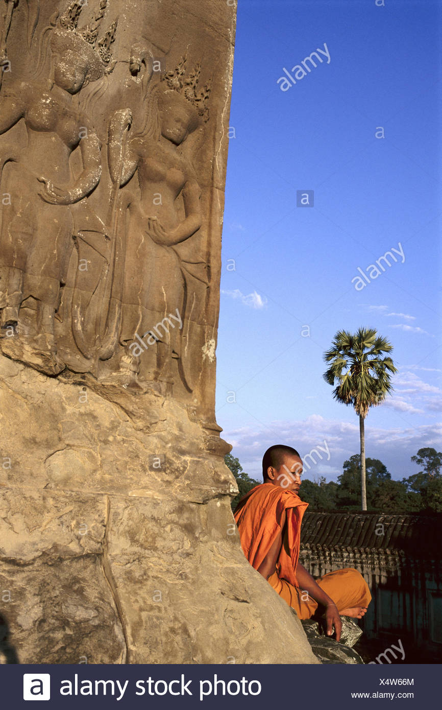 Cambodia, Angkor Wat, temple, facade, detail, relief, monk, détente, no model release Asia, South-East Asia, temple, temple attachment, man, believer, Buddhist, conception, faith, religion, Buddhism, rest, silence - Stock Image