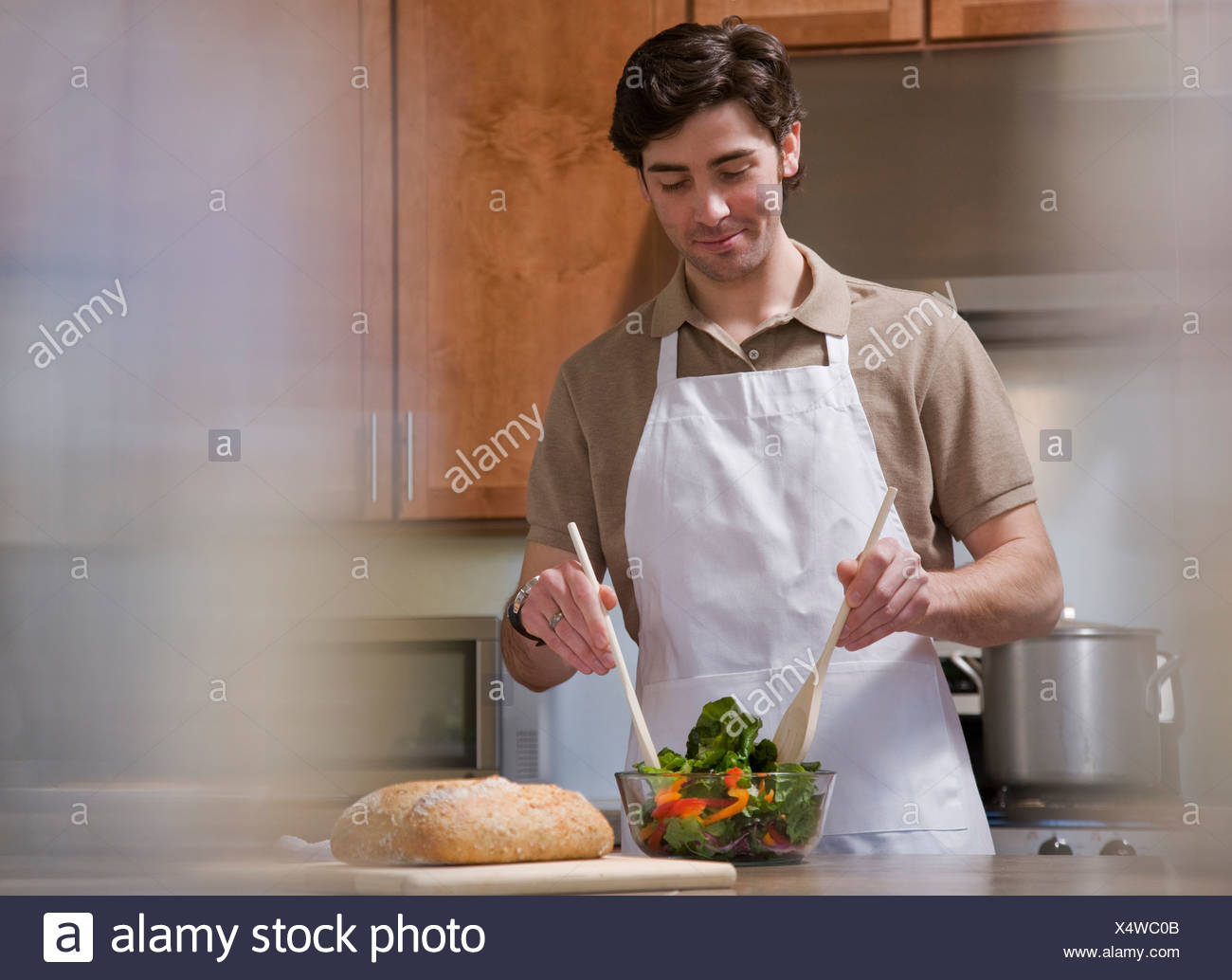 man cooking in kitchen - Stock Image
