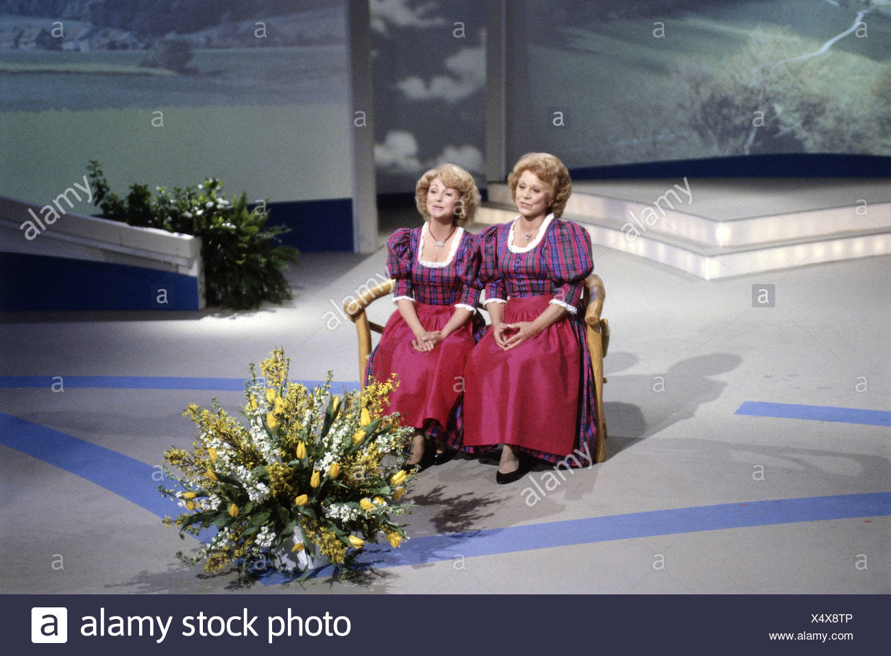 Hellwig, Maria, 22.2.1920 - 26.11.2010, and Margot * 5.7.1941, German singers (folk music), TV show 'Volkstümliche Hitparade', 1990, Additional-Rights-Clearances-NA - Stock Image