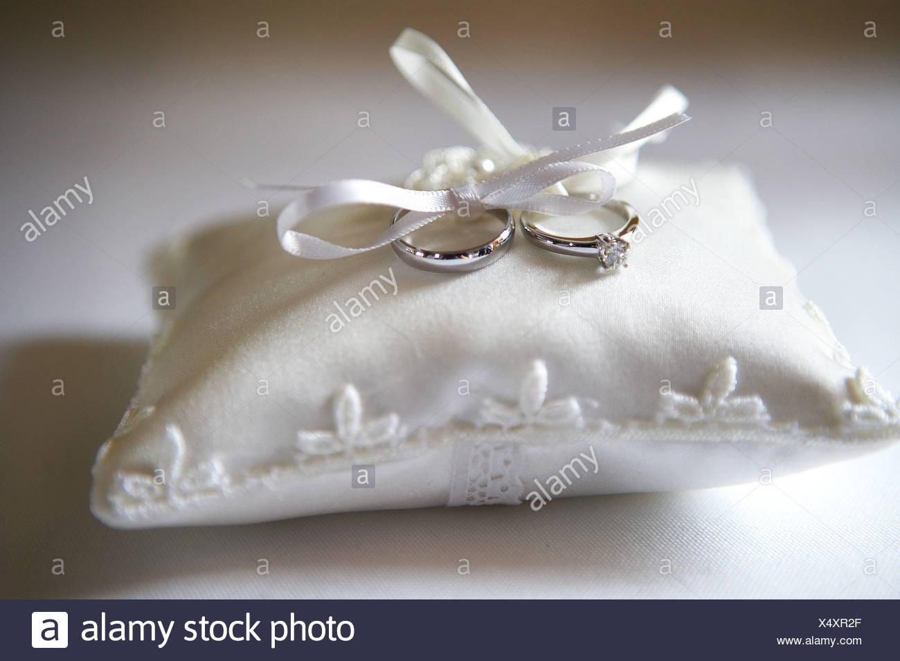 ring ivory rose pillow pearl lillian