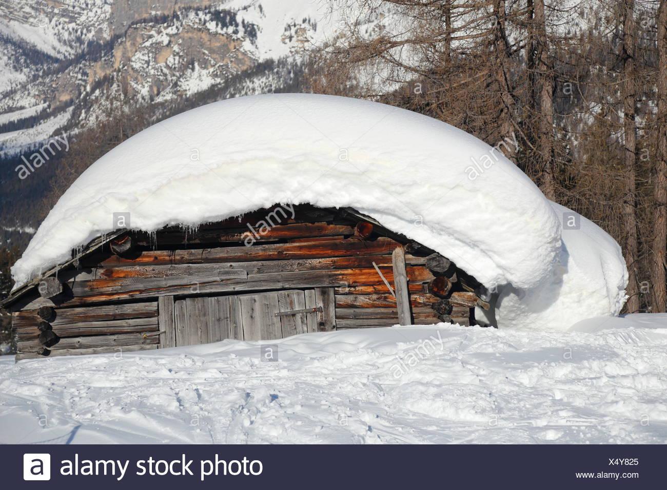 schneebedeckte Hütte - Stock Image