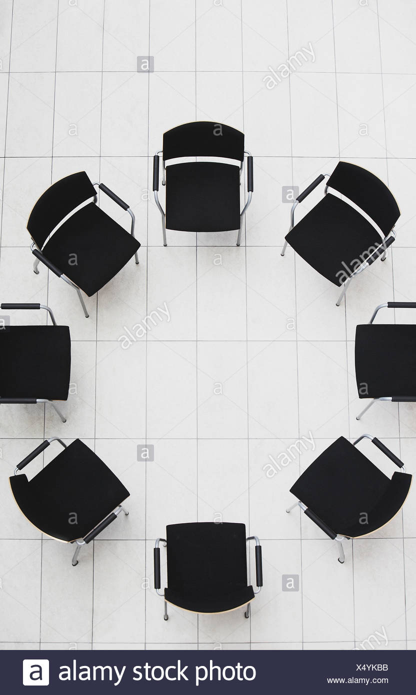 Aerial view of empty chairs in a circle - Stock Image