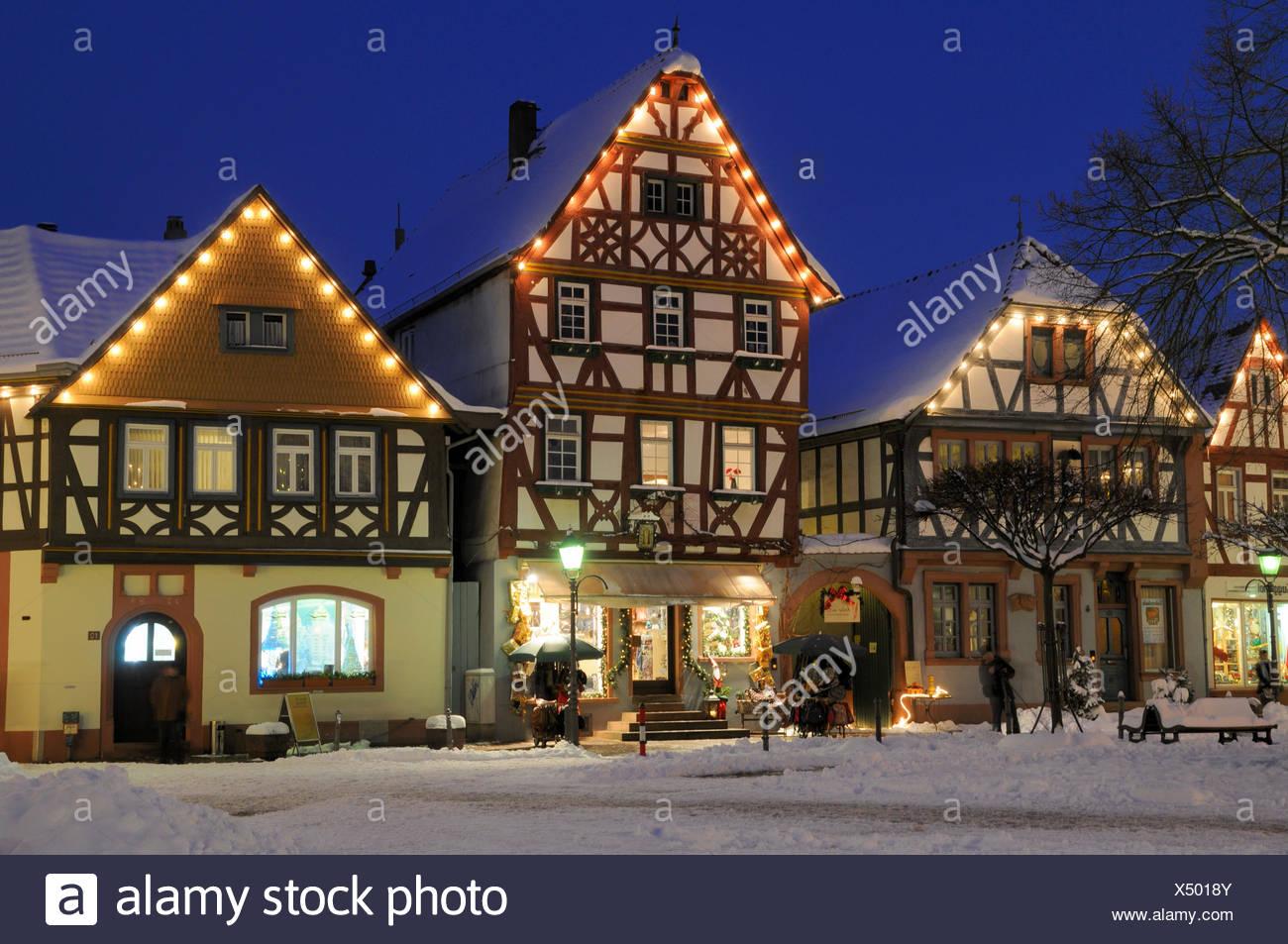 Haus Weihnachtsbeleuchtung.Seligenstadt Marktplatz Fachwerkhaus Fachwerkhauser