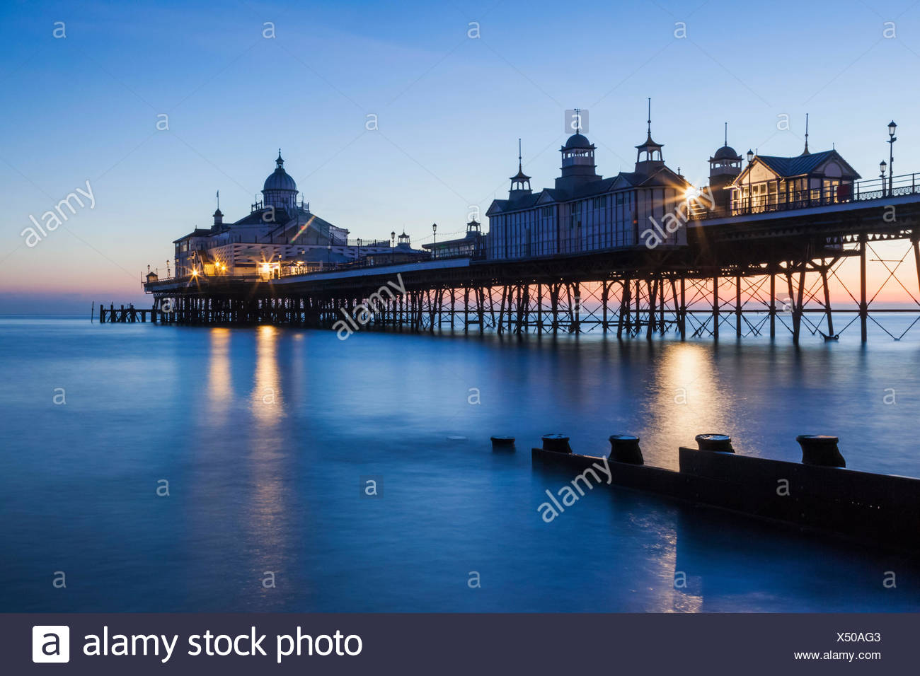 England, East Sussex, Eastbourne, Eastbourne Pier at Dawn - Stock Image