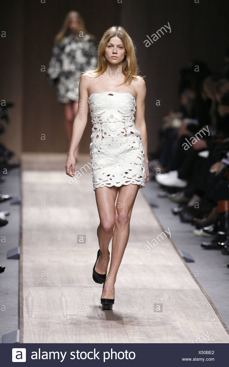 56fc6a6f2da88 Stella McCartney Paris Ready to Wear Autumn Winter Model wearing a white  strapless cut out quilted
