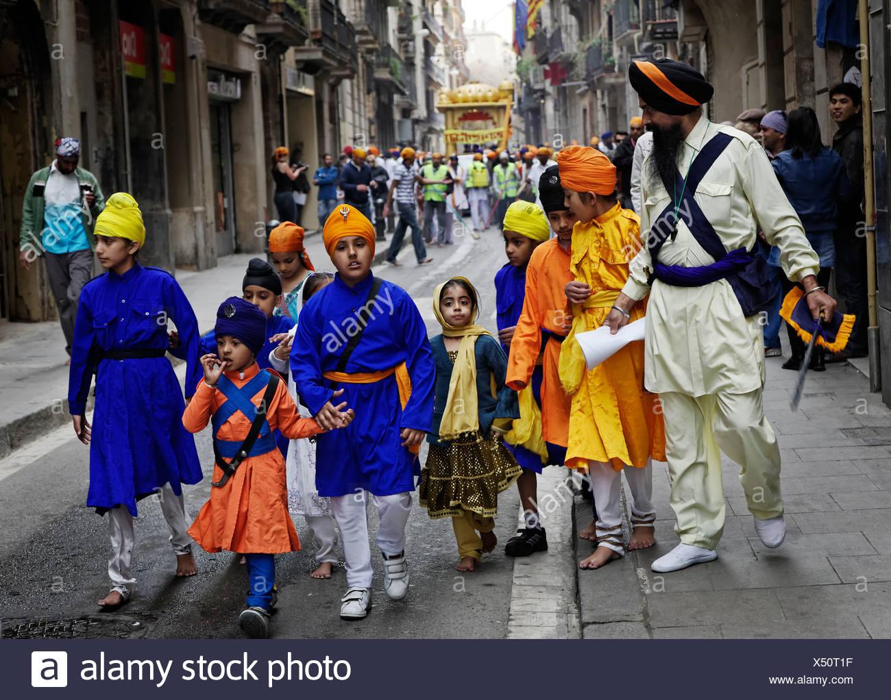 An Indian festival, Vaisakhi, in Barcelona's Rambla de Catalunya area. - Stock Image