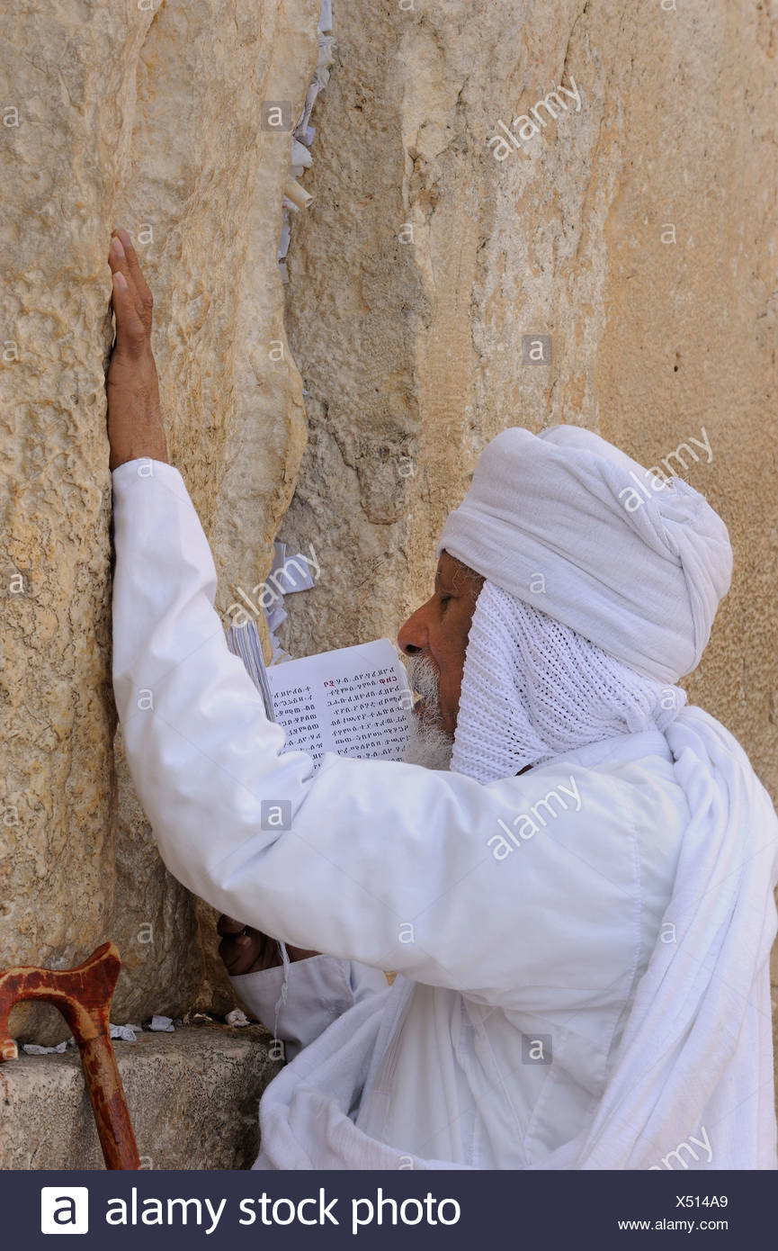 African Jew praying at the Wailing Wall, Arab quarter, Jerusalem, Israel, Middle East - Stock Image