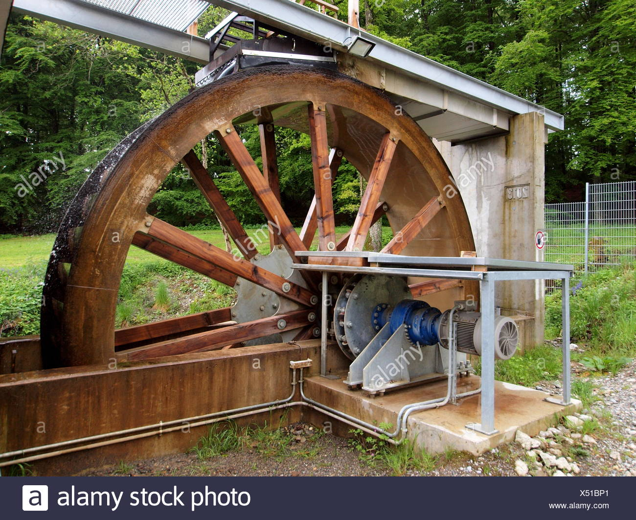 Modern water wheel to generate electricity - Stock Image