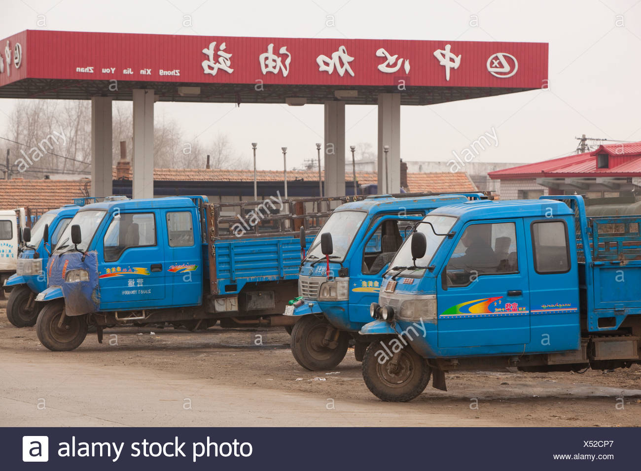 Highly ineficient and polluting 3 wheel trucks in northern China - Stock Image