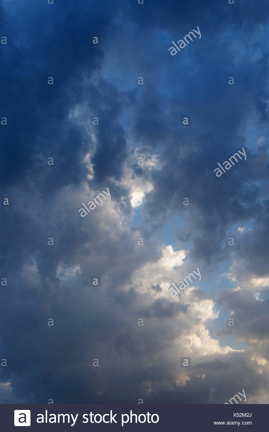 Background Of Dark Sky Before A Thunder Storm Nature Wallpaper