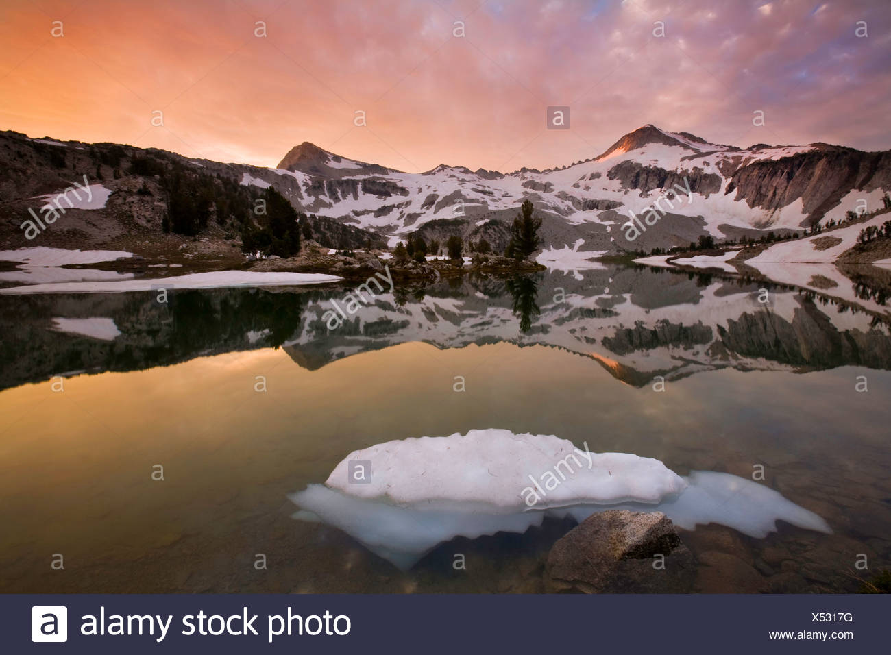 Sunset at Glacier Lake, Glacier Peak and Eagle Cap Peak in the Eagle Cap Wilderness of the Wallowa Mountains, Oregon. USA - Stock Image