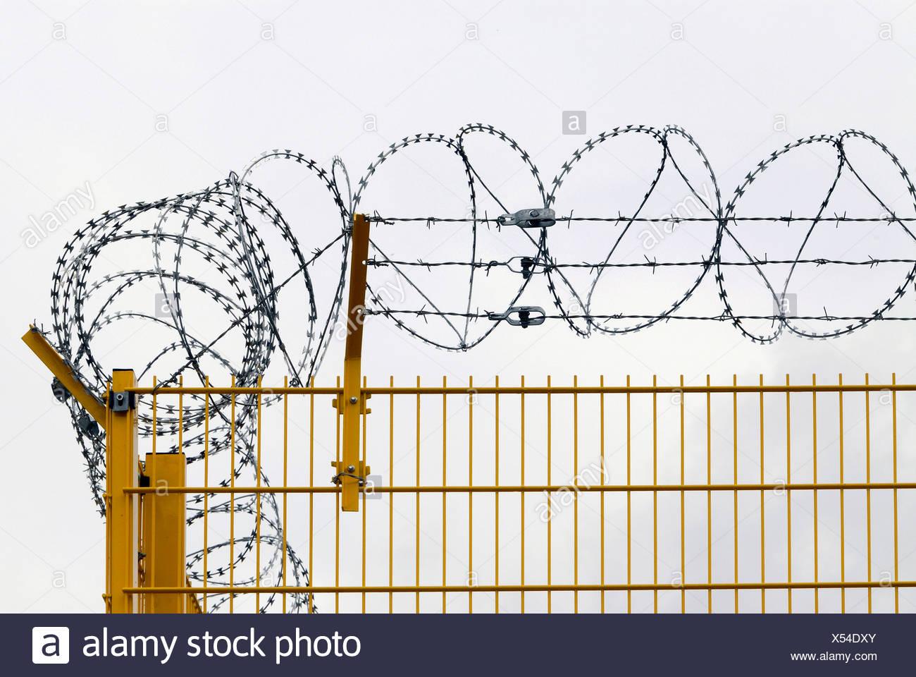 Razor Wires Stock Photos & Razor Wires Stock Images - Alamy