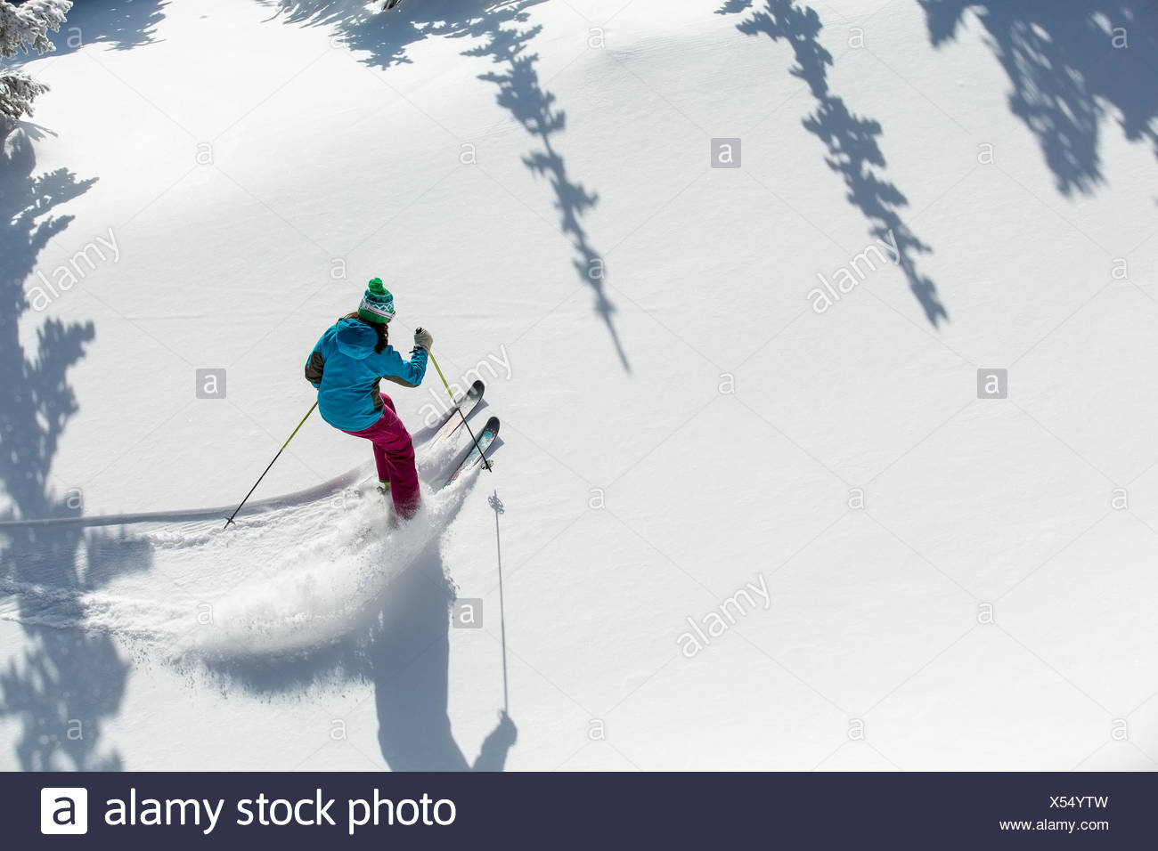 Elevated view of woman skiing - Stock Image