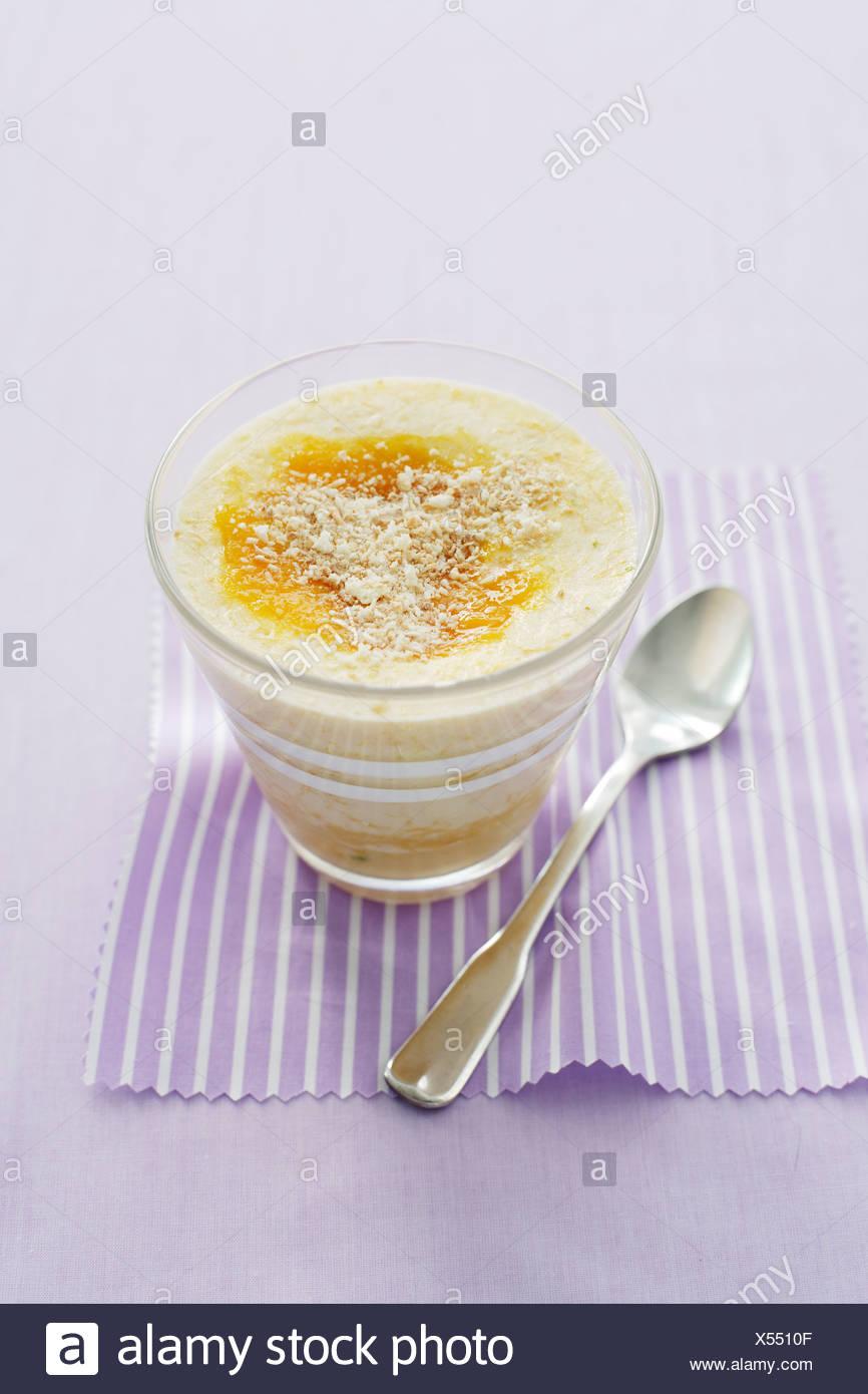 Bowl of mango fool - Stock Image