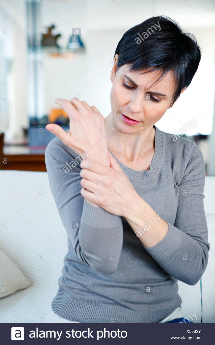 PAINFUL WRIST IN A WOMAN - Stock Image