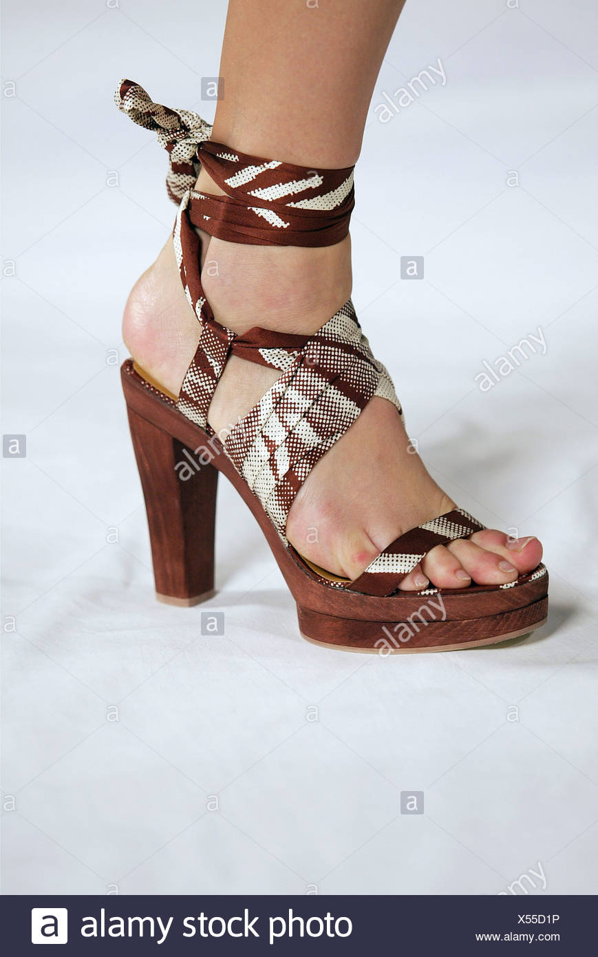 Hermes Paris Ready To Wear S Crop Of Female Models Foot Wearing Sandal Strape On Cream Wooden Sandals Brown And Fabric Straps Ankle Strap