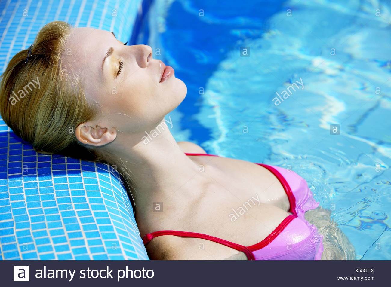 15 Page 10   Schwimmen Bikini High Resolution Stock Photography and ...