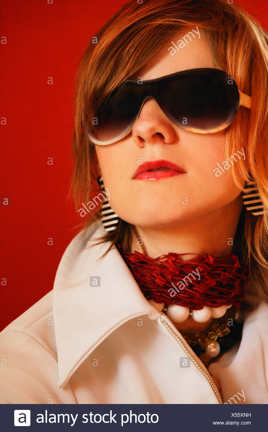 Woman wearing sunglasses - Stock Image