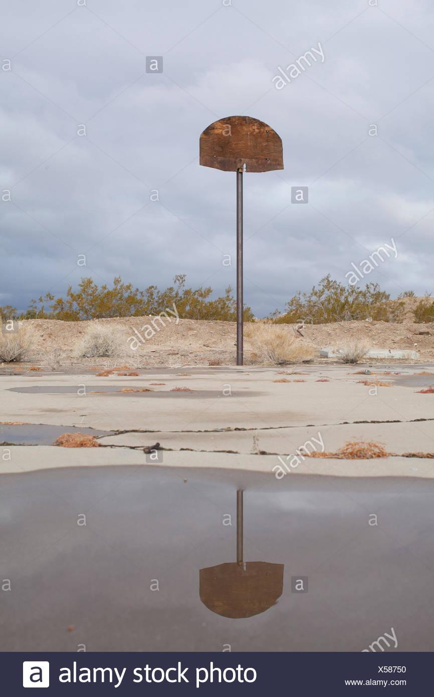 An abandoned basketball hoop in the desert. - Stock Image