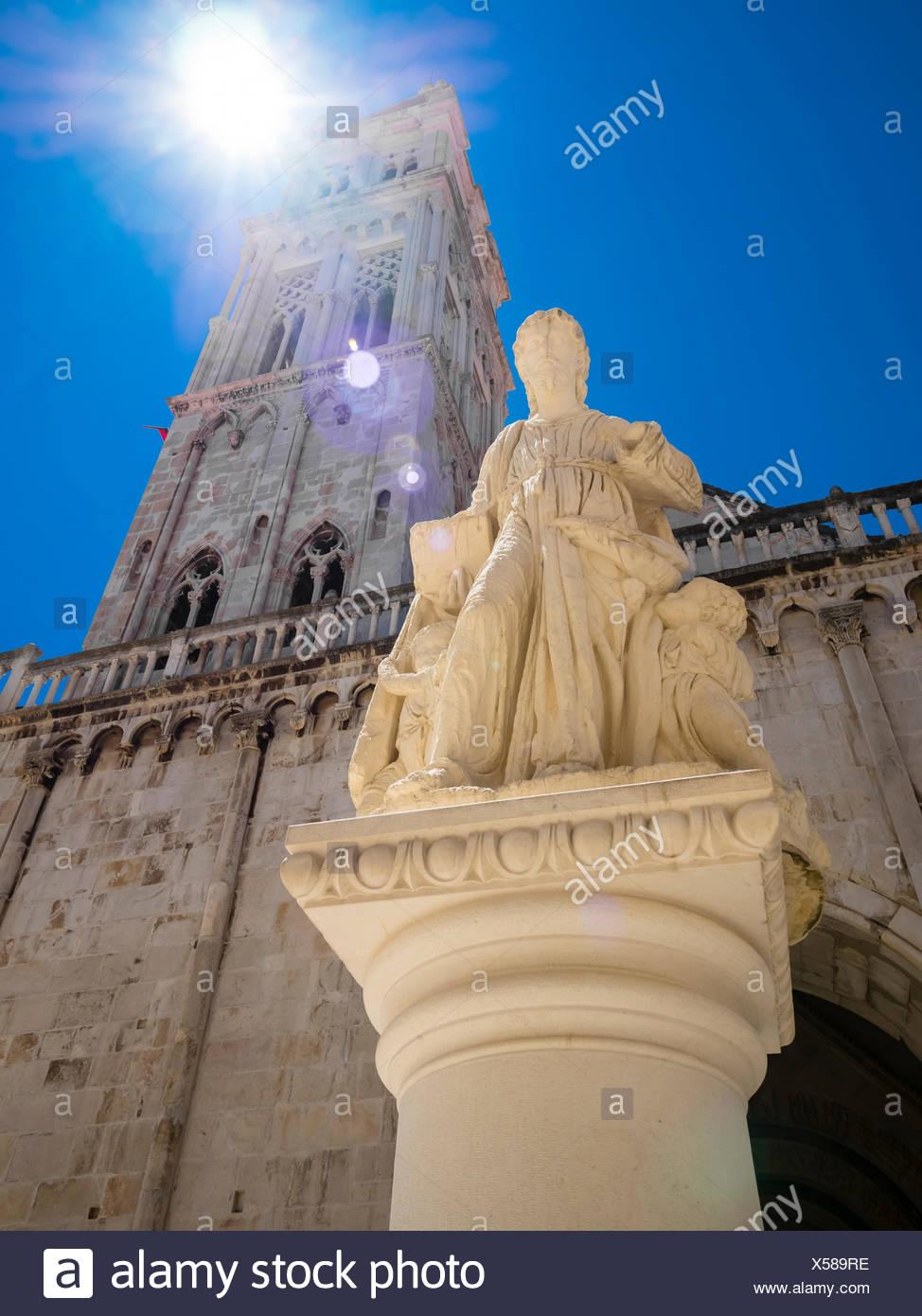 Kroatien, Adriaküste, Dalmatien, Region Split, Altstadt Trogir, UNESCO Weltkulturerbe, Kathedrale Sveti Lovro oder St.-Laurentius-Kathedrale, Kathedra - Stock Image