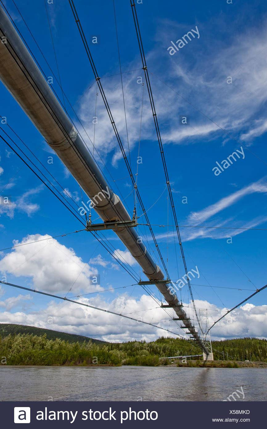 Alaska, Delta Junction. The Trans-Alaska Oil Pipeline crosses the Tanana River on a long suspension bridge. - Stock Image