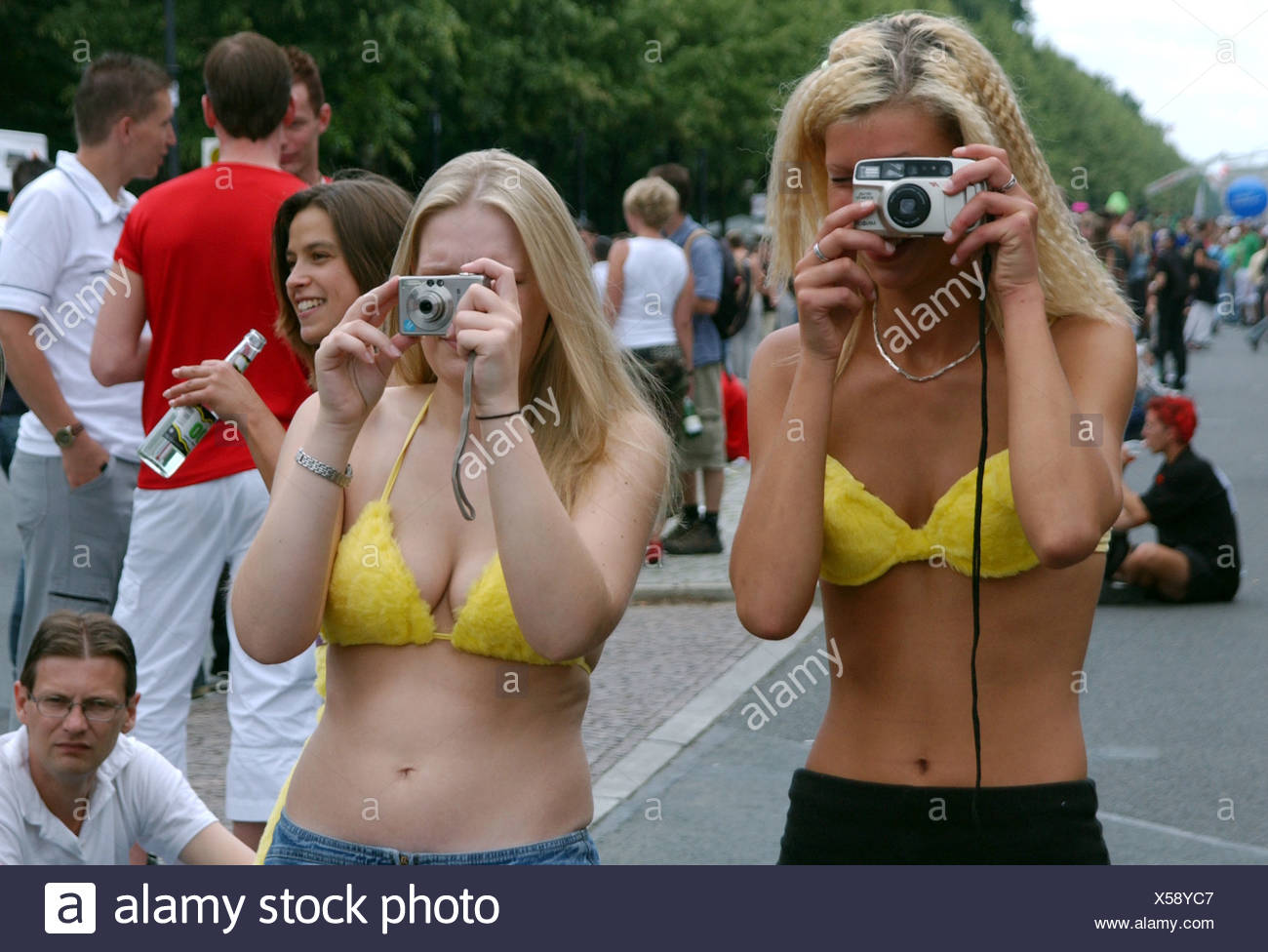 Blondes photographed at the Love Parade 2003 - Stock Image