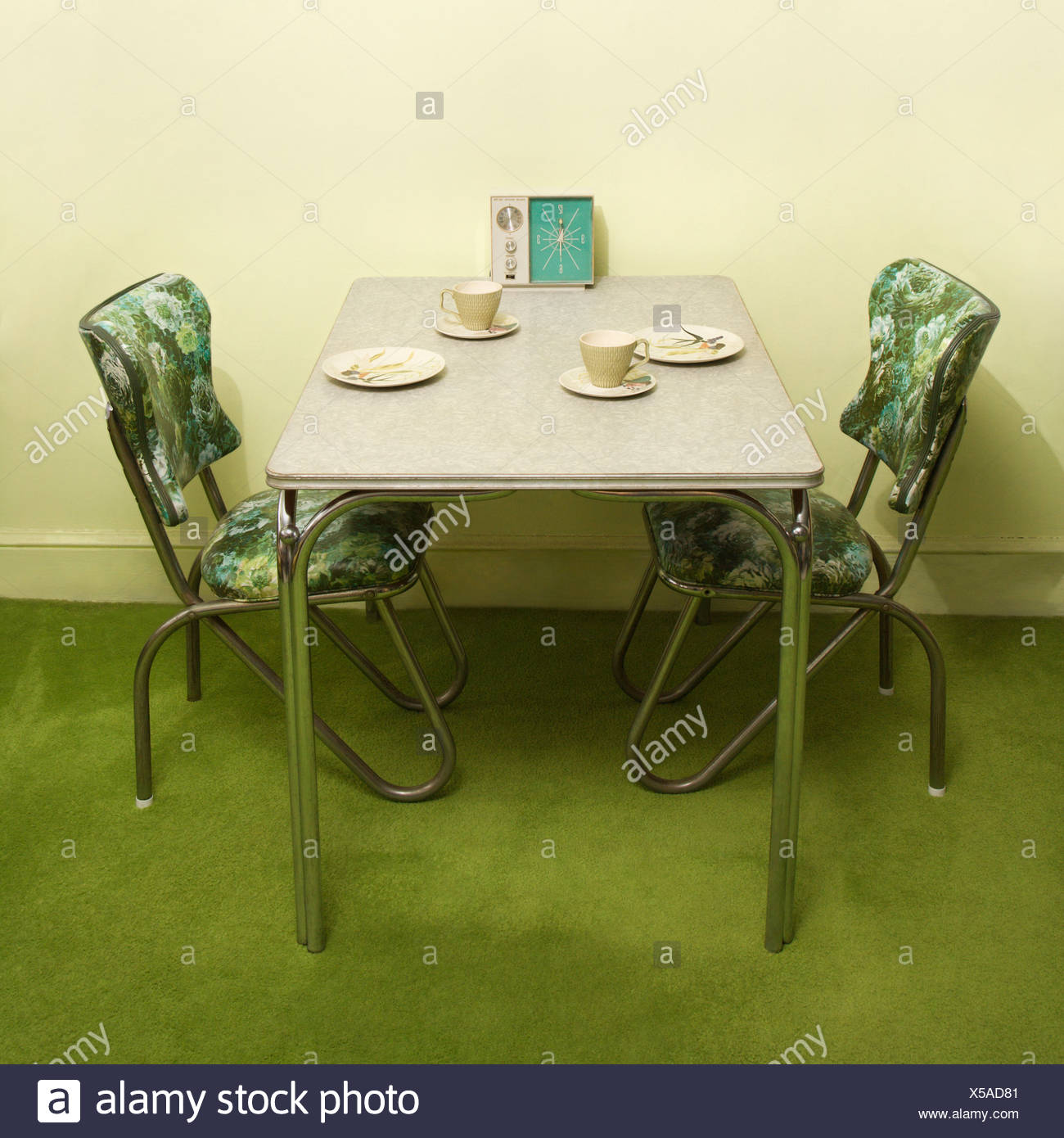 Retro 50 S Formica And Chrome Dinette Set With Green Vinyl Chairs